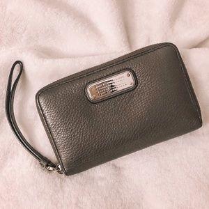 Marc Jacobs Classic Q Wrist Wallet